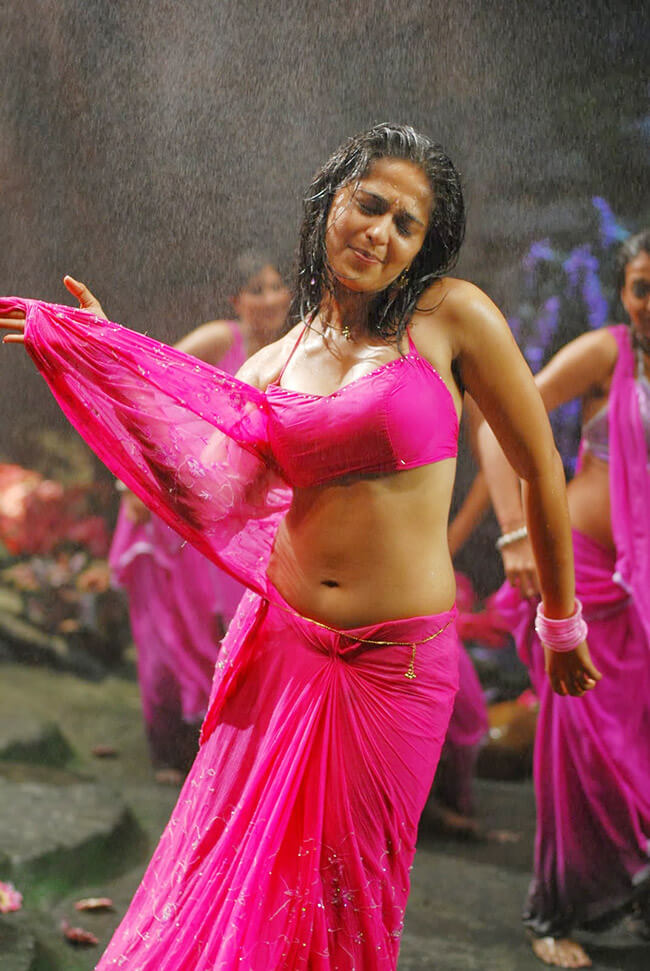 Anushka Shetty saree
