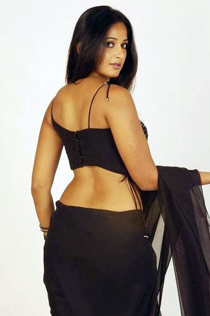 Anushka Shetty poses for a ravishing picture