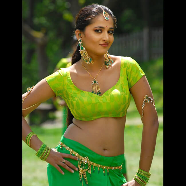 Anushka Shetty looks hot AF in this picture
